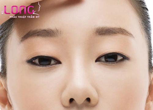 mat-mi-lot-ke-eyeliner-de-lam-mat-2-mi-co-duoc-khong-1